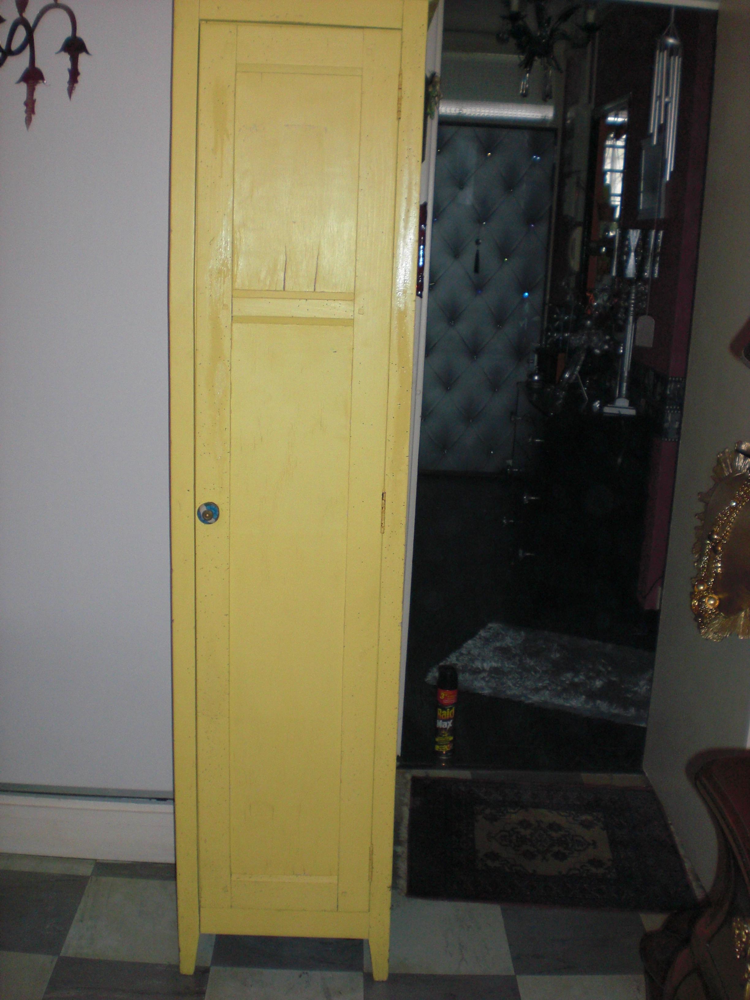 meubles et objets relook s relooking d un ancien meuble balais etape par tape. Black Bedroom Furniture Sets. Home Design Ideas